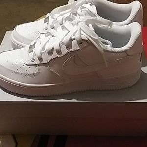 AIR FORCE 1  SIZE: 5.5Y